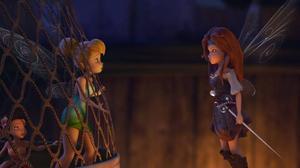 Älvan Zarina känner sig missförstådd i Älvornas dal och slår sig ihop med några sjörövare i stället. Men det blir inte som hon tror i nya äventyret