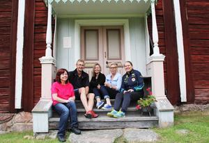 Gudrun Axman-Jumisko, Kaj Hoof, Susan K Persson, Margareta Englund och Marita Östberg har stora förhoppningar på Hälgen.