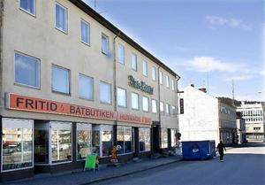Gamla Statt i Kramfors skulle lämpa sig bra som ungdomshus. Det tycker i alla fall fastighetens ägare som framhåller att det finns både större och mindre salar samt nytt brandlarm i huset.