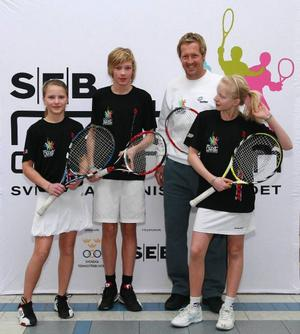 Hanna Sellander, Isak Mårtensson och Sara Ivarsson fick chansen att träna med Jonas Björkman i Umeå i helgen.