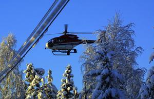 Härjeån tog Jämtlandsflyg till hjälp för att blåsa skogen ren från snö och undvika strömavbrott.