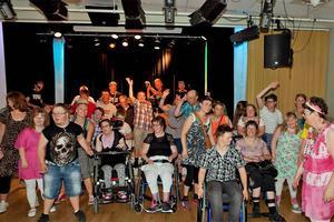 Lördagens dans för funktionshindrade lockade omkring 70 personer till Kulturhuset Svanen på Hagalund i Borlänge.