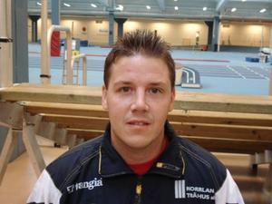 Först SM-final med Söderhamn. Sedan avgörande division 1-sammandrag med Häggenås. Därefter nya SM-finaler. Peter Blomqvist har en hektisk avslutning på säsongen.