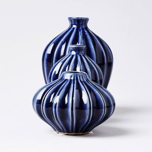 Vackra vaser i blått från Hemtex, kostar 299 kronor och säljs i tre-pack.