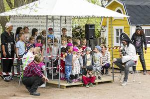 Förskolan Violen i Avesta har firat Förskolans dag. Något man gjorde med såväl artistframträdanden, skivsläpp och ponnyridning.
