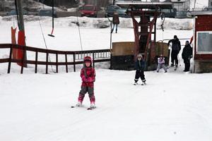 Under påskafton, påskdag och annandag kunde allmänheten åka i slalombacken i Edsbyn.