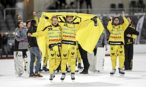 Martin Landström, här till vänster bredvid, Lukas Tidetorp Fransson, har beskrivits som svensk bandys näste Johan Esplund.