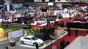 TYDLIGA TRENDER. Genèvesalongen 2009 spretar åt alla håll, men miljö och mindre ansiktslyftningar var tydliga  detta krisens år i bilbranschen.