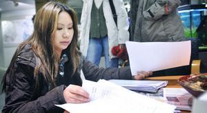 Doa Vonglertvisavakorn hade listor med 867 namn med sig till fullmäktigemötet i stadshuset.