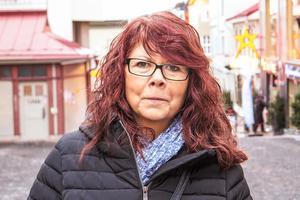 Maria Fredriksson, 52 år, Torvalla: – Nej. Jag brukar aldrig göra något, jag har inga småbarn. Tidigare gjorde jag pepparkakshus av byggsats.