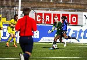 Taiwo Adeshigbin tofflar in 3–0 efter ett inspel centralt i banan. Det var ÖDFF-forwardens andra mål i matchen.