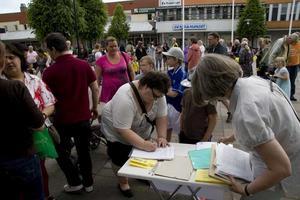 Många stödde. Många skrev på namninsamlingar till stöd för de utvisningshotade.