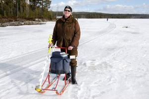 Susanna Karlsson, Strömsund, är med i laget Ulriksforsarna. Efter 3,5 timmars fiske hade hon fått ihop cirka ett kilo aborre. Det är lite med hennes mått.