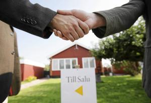 I Stora Skedvi i Säters kommun finns en gård med 105 hektar mark, som har sålts för 5,8 miljoner kronor. Den försäljningen sticker ut allra mest på Lantmäteriets lista över de senast genomförda fastighetsaffärerna i Dalarna, tillsammans med flera villor i Falu kommun som har sålts för drygt fyra miljoner kronor vardera. OBS: BIlden är tagen i ett annat sammanhang.
