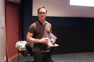 Serietecknaren Mats Jonsson på hemmaplan.