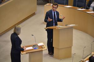 Debatt i riksdagen. Finansminister Magdalena Andersson (S) och Ulf Kristersson (M) diskuterade budgetpropositionen  i höstas.