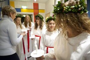 Uppladdning och nytändning av ljusen. Från vänster Amina Eklund, Linn Rönnerholm, Lotta Wahrberg och Caroline Tanse