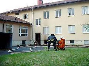 Foto: LOTTA HILDINGSON Utbränt.  När räddningstjänsten kom fram till Färnebo folkhögskolas lokaler i Gysinge brann det för fullt i ett rum  i källaren. Rummet blev utbränt och fastigheten rök- och vattenskadades.