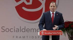 Statsministern och S-ledare Stefan Löfven talar i Almedalen på måndagskvällen. När samhällsförändringarna rycker undan grunderna för Socialdemokraterna räcker inte traditionerna.