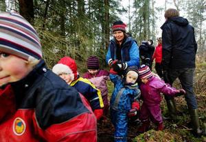 """Barnen på förskolan Trollmax i Ångsta utanför Brunflo är ofta ute i naturen. """"Vi gör minst en utflykt i veckan"""", säger barnsköterskan Monika Forseth. Och då är det bra om barnen får lära sig vilka knep de ska använda sig av om de går vilse."""