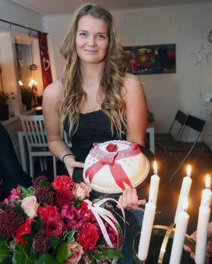 Blommor, tårta och luciakrona, allt som sig bör för Härjedalens lucia 2014, Ida Arnesson.
