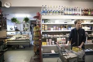 Pia Åkerström har drivit lanthandeln i 27 år, men nu bär det sig inte längre. Den 13 september stänger hon för gott.