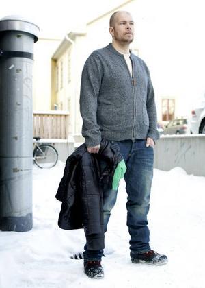 Lars-Göran Mikaelsson väger, enligt Länets, för mycket i förhållande till sin vikt och måste därför betala en förhöjd försäkringspremie.