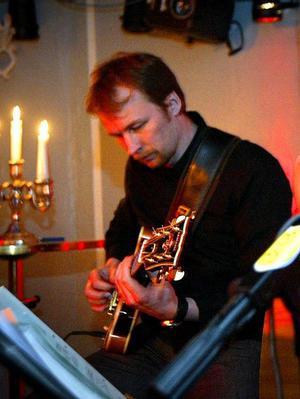 Tony Backlunds trio spelar lördagsjazz 15 mars.