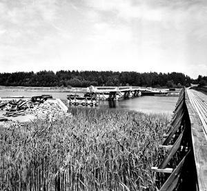 Gamla Björnöbron bredvid den nya.