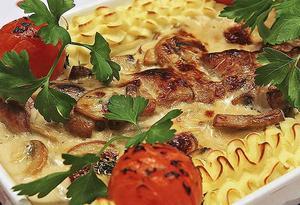 Kycklingpaj med härlig ostsmak hänger gärna med på knytis.Foto: Dan Strandqvist