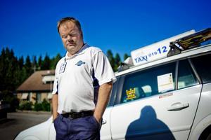 Undersökningen visar att småföretagare jobbar mer än någonsin. NA har träffat taxichauffören Tommy i Frövi.