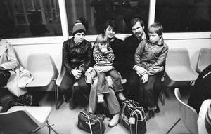 Den här familjen från Norberg skall jula i en bungalov vid Playa Ingels på Kanarieöarna. Det är Inger och Björn Grobecker tillsammans med barntrion (fr.v.) Stefan, Caroline och Martin.
