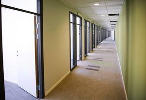 210–220 polisanställda får plats i de 8 000 kvadratmeter stora lokalerna på Fyrvalla.