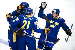 Svenskt jubel efter Johnny Oduyas 1–0-mål.