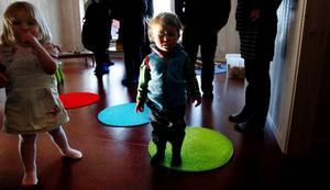 Totalt 72 barn fördelade på två avdelningar går på den nybyggda avdelningen på Stadsdel norr och Max Gjersvold, snart två år, är en av dem.