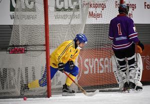 Hellmyrs dundrade in i det ryska målet i första halvlek.