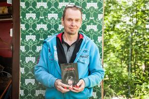 Micael Lindberg har skrivit böckerna En annan verklighet och Jasna. Den senaste boken Jasna är en spännande bok som man gärna sträckläser.