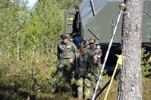 De militära förbanden ökar nu sin närvaro på Älvdalens skjutfält och då får Migrationsverket lämna de kaserner och det hotell de hyrt.