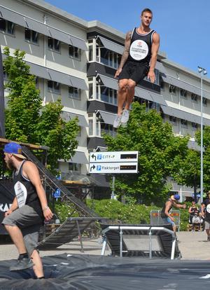 Gymnasten Jonas Nordfors tog höjd.