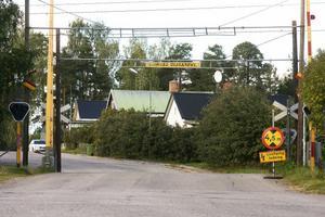 Plankorsningen vid Radhusgatan i Iggesund är en av flera plankorsningar i Hälsingland som Banverket nu ska göra säkrare för den tunga trafiken.