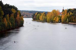 Leksand Rowing Race är en fantastiskt vacker och publikvänlig roddtävling med målgång vid prostbryggan.