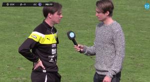 Skiljebos assisterande tränare Patrik Dandanell intervjuas i direktsändning av Sportens Kevin Johansson efter 2–1-segern mot Eskilstuna.