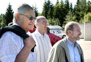 Från vänster Jan Norberg (s),  socialnämndens ordförande, Christian Hedin, ungdomssamordnare och Hans Stenberg (s), riksdagsman som under gårdagen besökte olika arbetslöshetsprojekt i Timrå.