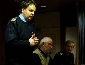 Polismästaren Per Silverliden var ensam när han försökte förklara nyttan av att riva upp den nuvarande närpolisverksamheten i Njurunda