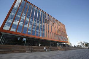 Nya konserthuset Malmö Live vill att musiker ska uppträda gratis under öppningshelgen. Men det framgick inte att erbjudandet bara gällde amatörer, och tilltaget väckte starka reaktioner.