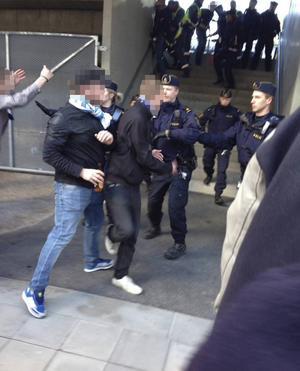 Det uppstod tumult på GIF-fansen ståplatsläktare i samband med lördagens match mot Östersund. Fyra personer omhändertogs av polisen.