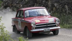 Leif B Andersson i sin Ford Cortina.