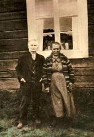 Jonas Benedict och Anna Andersson bodde i sten-grottan tillsammans med minst fem barn.
