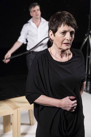 Maria Selbing och Per Burell i Pinters