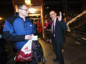 High five! Landstingsdirektören Svante Lönnbark var på gott humör.